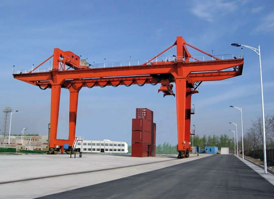Gantry Crane With A Large Capacity